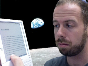 """Kindle on the Moon"" da Jeremy toeman su Flickr.com"